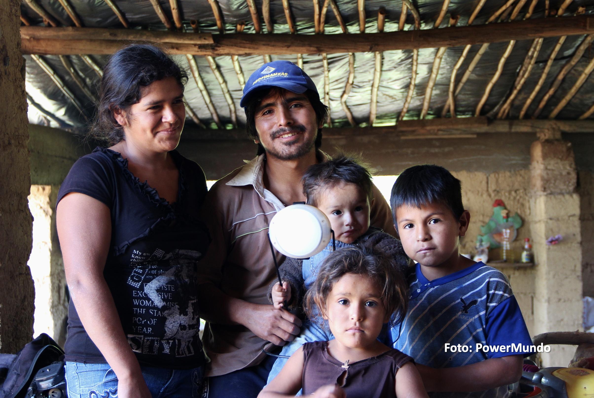 PowerMundo: Más comunidades iluminadas con energía limpia y renovable